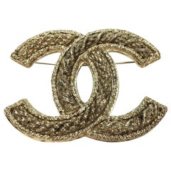 CHANEL Large CC Brooch in Gilt Metal