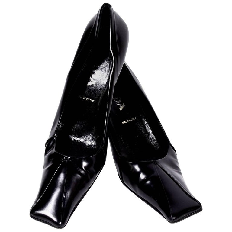 1990s Prada Shoes Pumps in Black Patent Leather with Square Toes