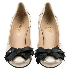 CHANEL High Heels in Beige and Black Duchess Satin Size 37.5