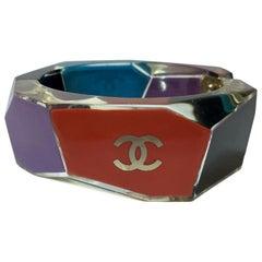 CHANEL Cuff Bracelet in Multicolored Plexiglass
