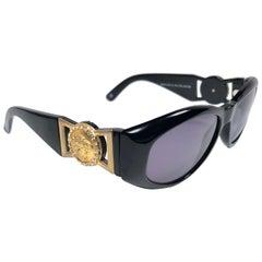 New Vintage Gianni Versace 424 C Sleek Black Sunglasses 1990's Made in Italy