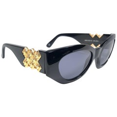 Gianni Versace Vintage 420 D Made in Italy Sleek Black Sunglasses, 1990s