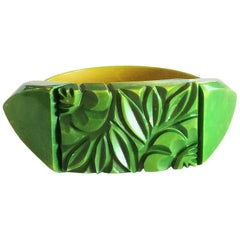 Art Deco unusual carved and overy dyed stretch bakelite bracelet bangle