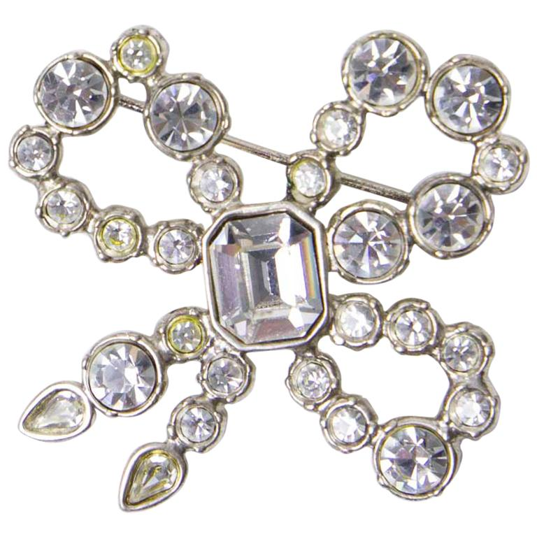 2e0fd511af8 YSL YVES SAINT LAURENT Vintage Bow Brooch in Silver Metal and Rhinestones  For Sale