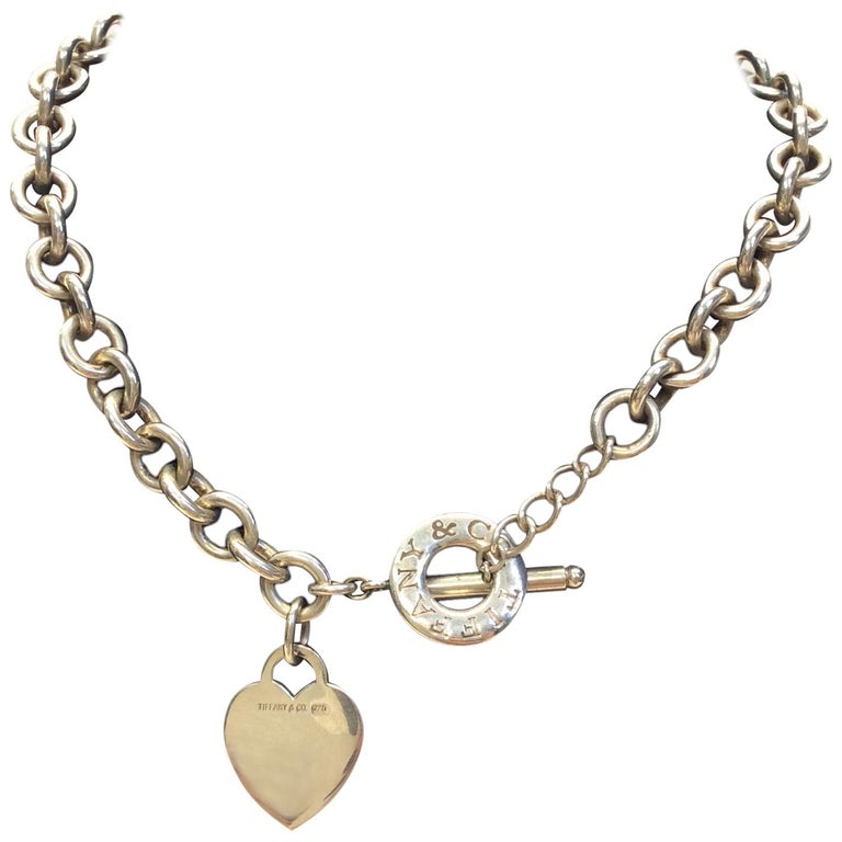 300519d36 Tiffany and Co. Silver Heart Toggle Necklace For Sale at 1stdibs