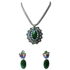 Green glass and multi coloured paste brooch/pendant and earrings, Schreiner NY