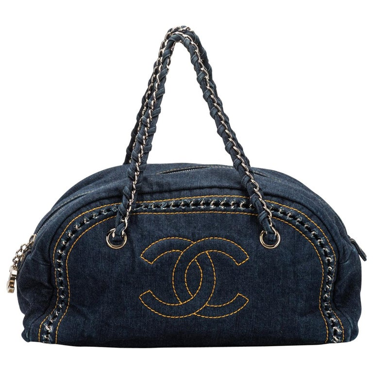 0515c57993b4 Chanel Denim Shoulder Bag With Chain For Sale at 1stdibs