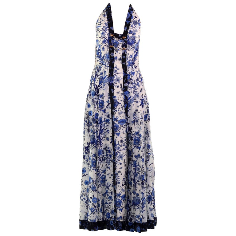 c6c0badf754 Gucci White and Blue Floral Print Silk Dress For Sale at 1stdibs