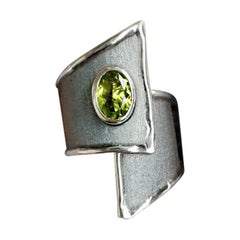 2.00 Carat Peridot Fine silver 950 oxidized with Rhodium Overlapping Ring