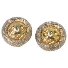 Chanel 80s Vintage CC Clip On Earrings