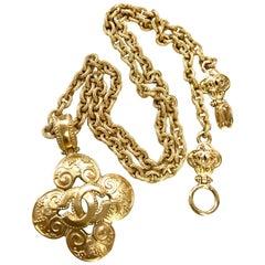 MINT. Vintage CHANEL chain necklace with arabesque petal flower, clover CC top.