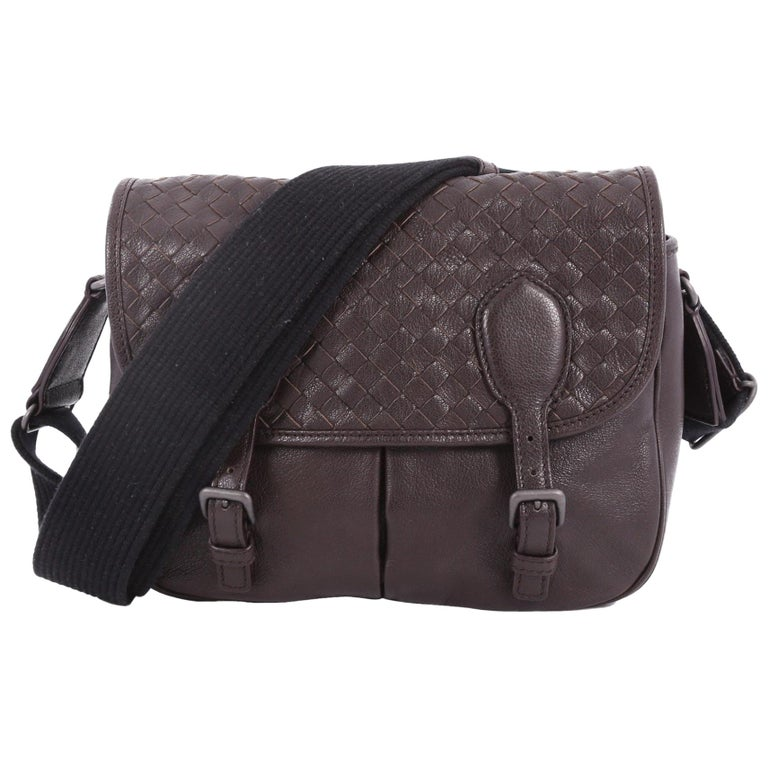 Bottega Veneta Gardena Messenger Bag Cervo Leather with Intrecciato Detail  Small For Sale 8876dc7c294c4