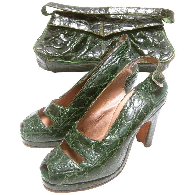75a6e6e1682 Saks Fifth Avenue 1940s Green Alligator Handbag   Peep Toe Pumps Ensemble  For Sale