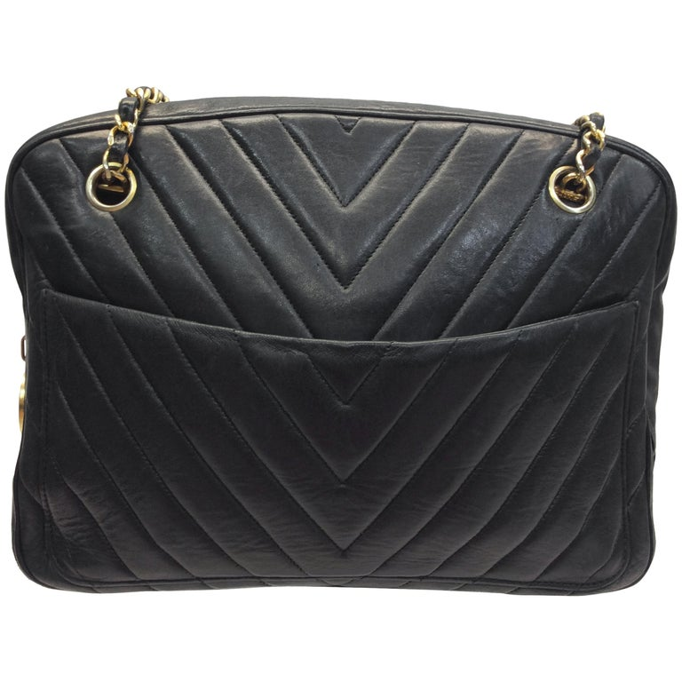 Chanel Black Chevron Quilted Leather Shoulder Bag For Sale at 1stdibs 5fe3055cfd0b7