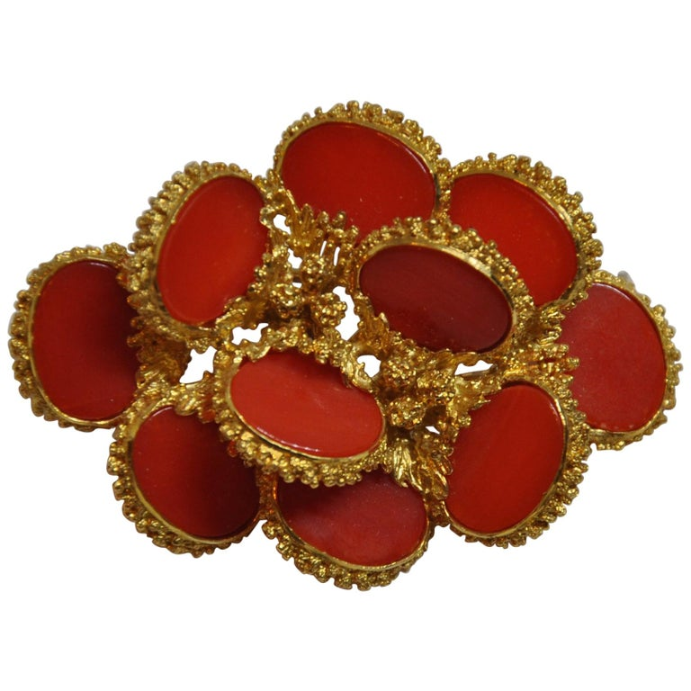 Detailed Etched 18K Yellow Gold Accented with Natural Coral Brooch/Hat Pin For Sale