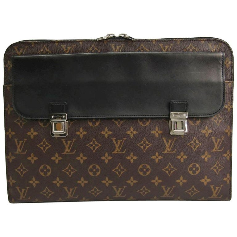 ad235d2ab5e2 Louis Vuitton Monogram Black Buckle Portfolio Men s Women s Travel Clutch  Bag For Sale