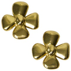 YVES SAINT LAURENT Vintage Clover Clip-on earrings in Gilt Metal