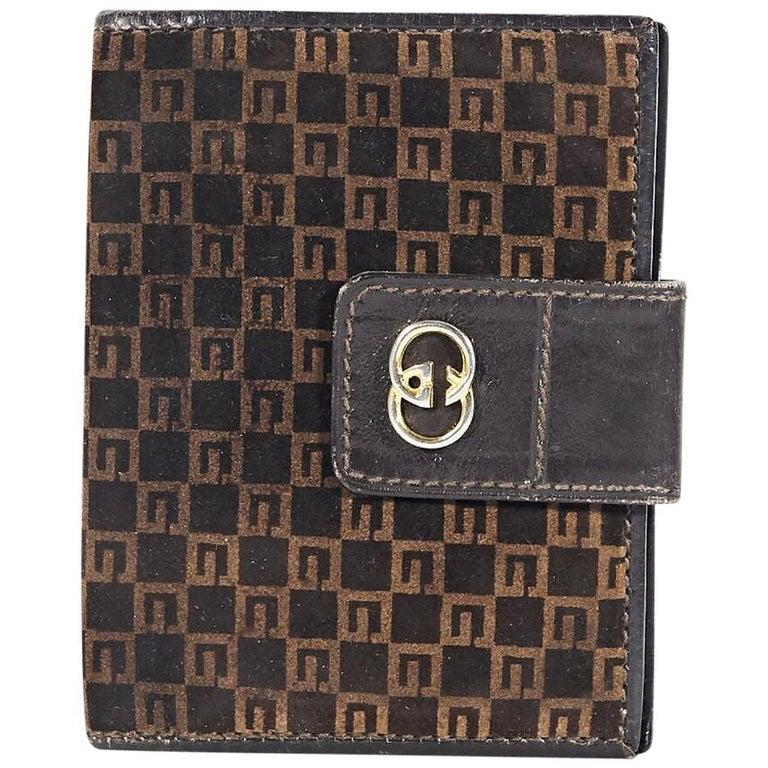 50ac6369cae5 Brown Vintage Gucci Suede Monogram Credit Card Holder at 1stdibs