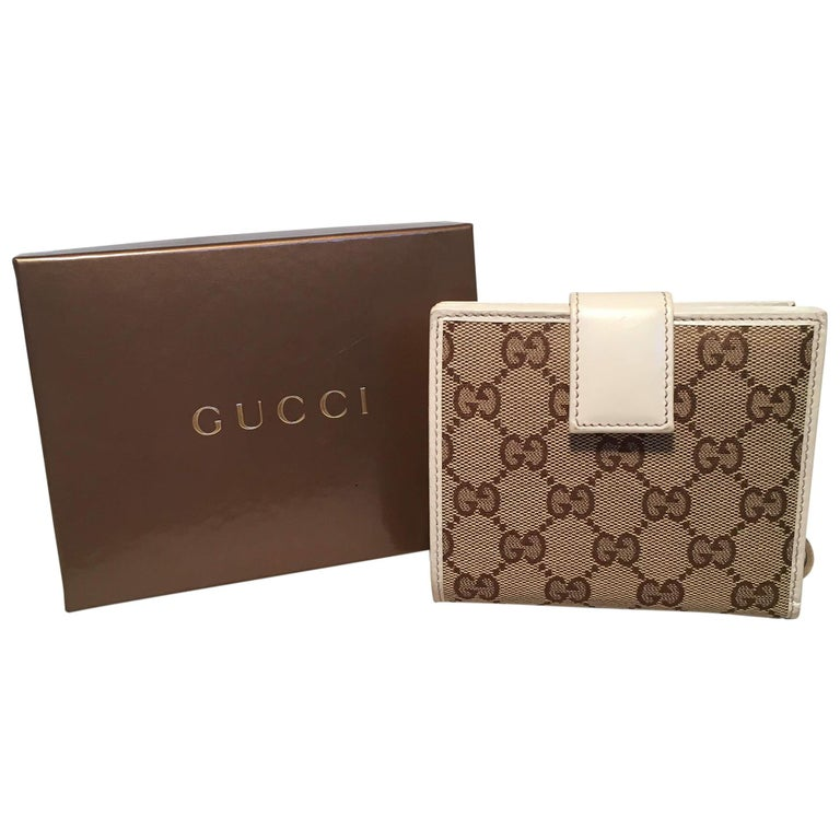 aed41b76a0c7 ... Gucci GG Monogram and Beige Leather Wallet with Zip Pocket and Box For Sale  NWOT Gucci Small Striped Leather Embellished Bee ...
