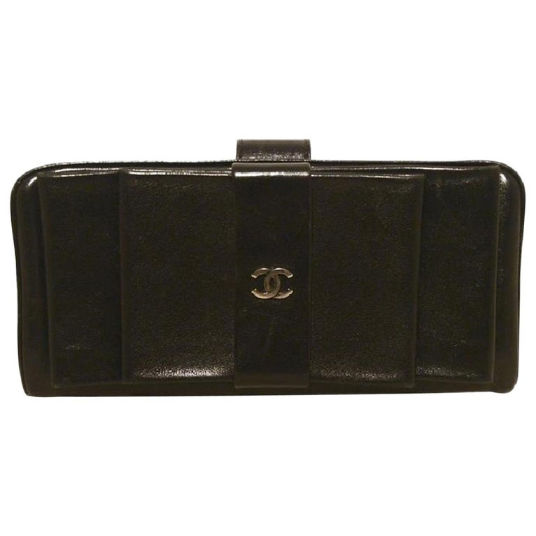 a7742a5a810e Chanel Black Leather Bow Wallet Clutch For Sale at 1stdibs