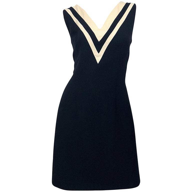Dolce   Gabbana Size 42 Black and Ivory 1990s Does 1960s Wool Shift Dress  For Sale. Classic vintage 90s ... 684322cf4