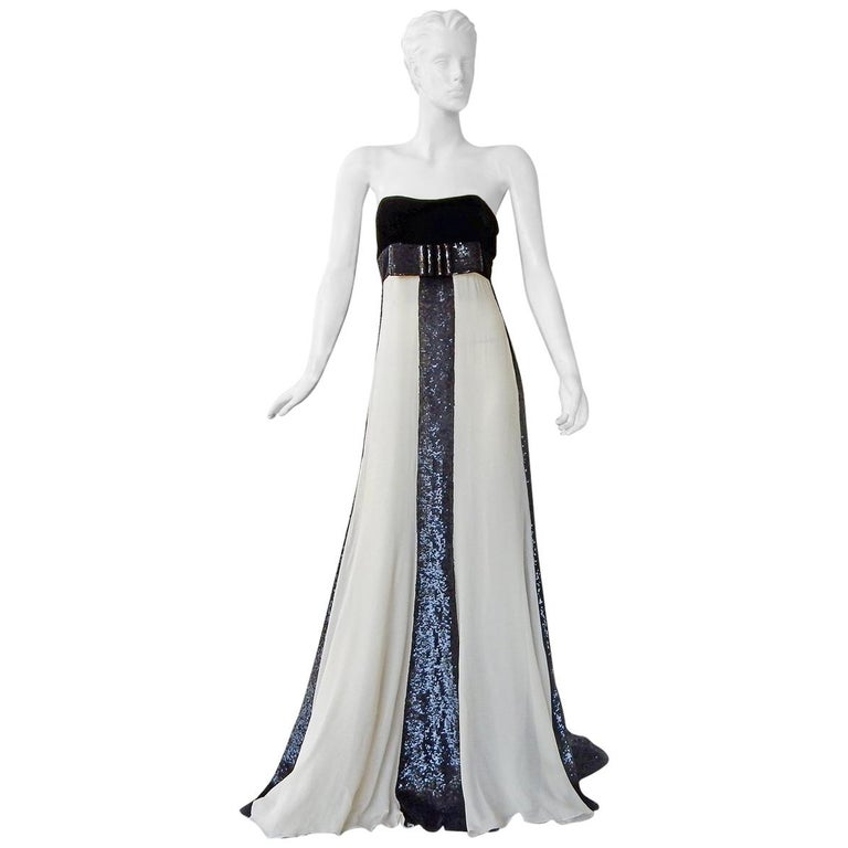 Valentino Red Carpet Runway Black & White Beaded Dress Gown For Sale