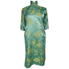 Chinese Qipao in sky-blue and straw-yellow silk damask, Circa 1950