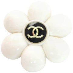 Chanel Vintage '96 CC White Daisy Flower Brooch/Pin