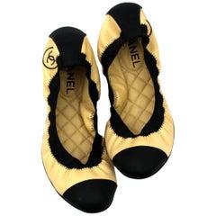 Chanel Callerinas Beige/Black Leather