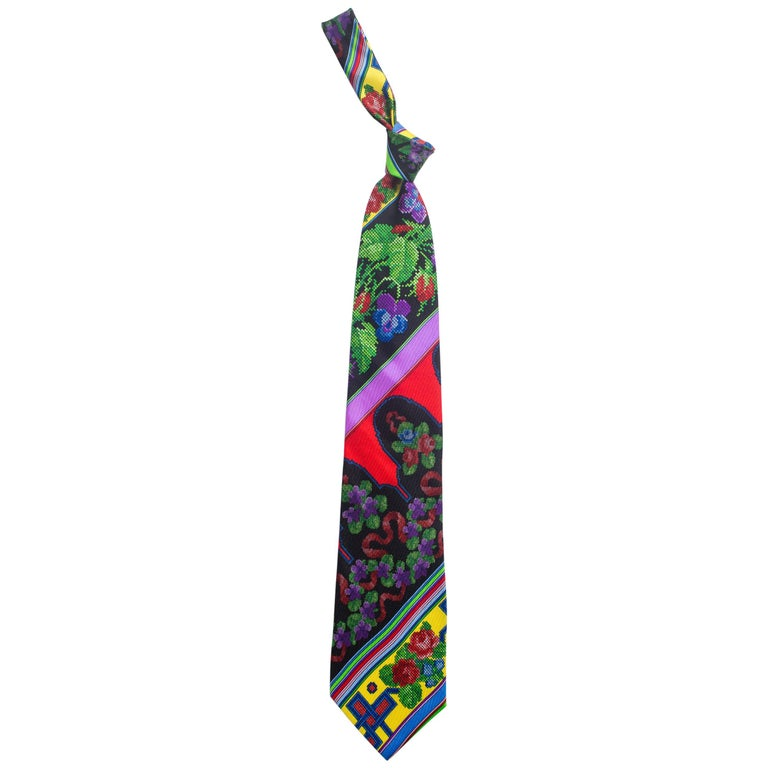1990s Mens Gianni Versace Chinese Floral Silk Tie For Sale