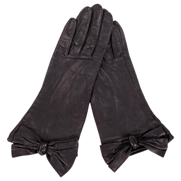 Carlos Falchi Black Leather Gloves with Bow Decoration Never Worn For Sale