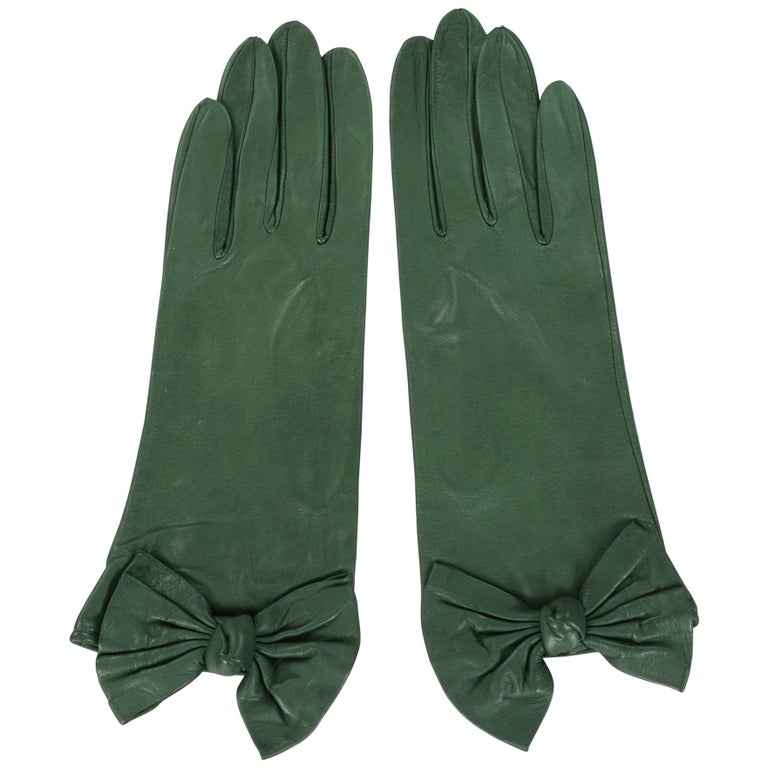 Carlos Falchi British Racing Green Leather Gloves with Bow Decoration Never Worn For Sale