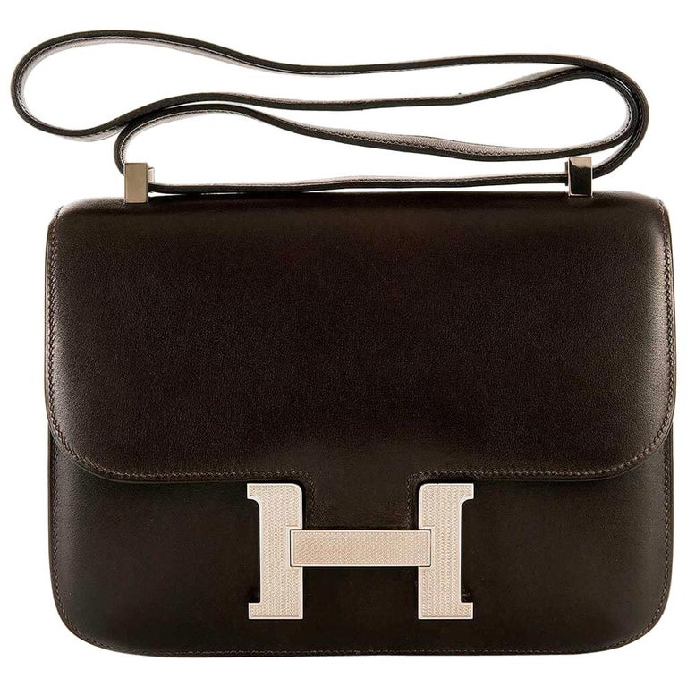 Tres Chic Limited Edition Hermes 23cm Ebene Box Leather Constance Shoulder Bag For Sale