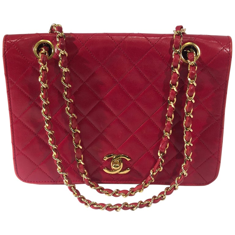 819fa782d9e4 Chanel Vintage Red Quilted Lambskin Medium Flap Bag with Gold Chain Strap  For Sale