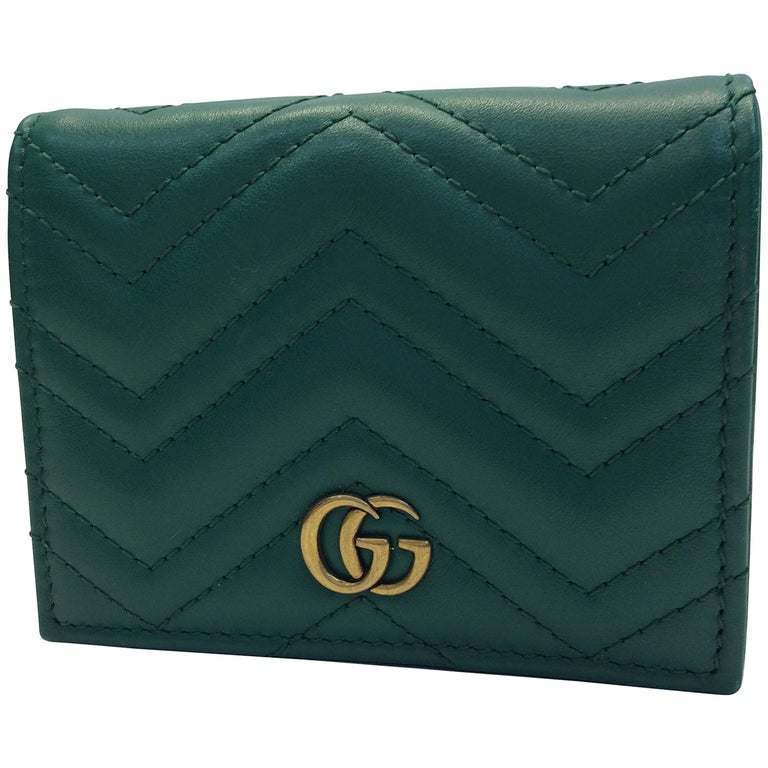 b9e586a59 Gucci Green Chevron Leather Wallet For Sale at 1stdibs