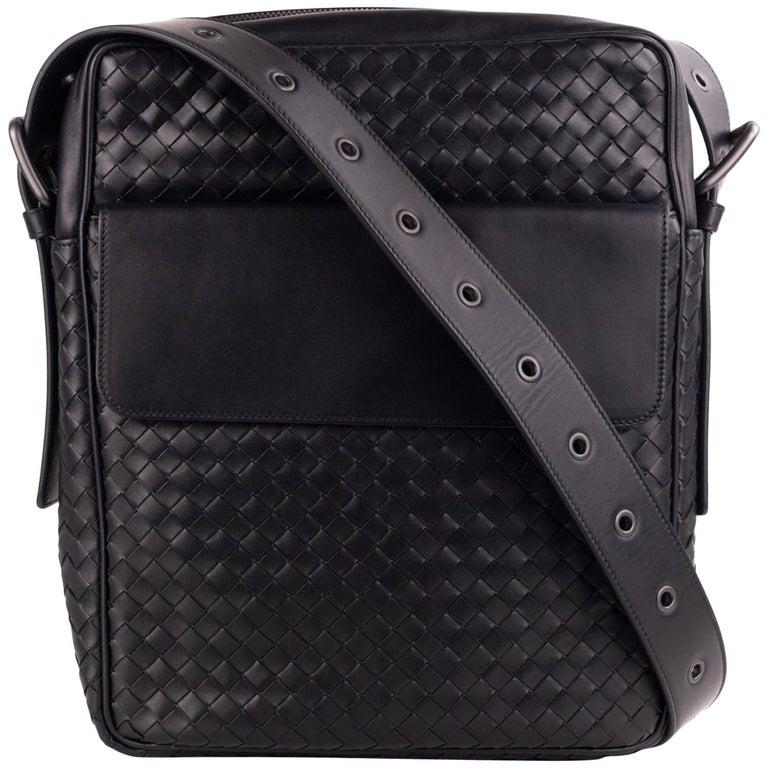 Bottega Veneta Black Calf Leather Intrecciato Messenger Bag For Sale at  1stdibs 0e9175a4ea844