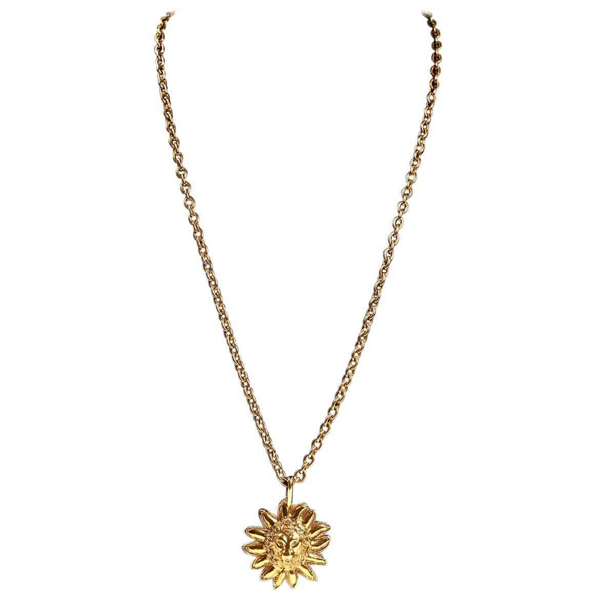 15e7cba74d3 Vintage Chanel Necklaces - 623 For Sale at 1stdibs - Page 4