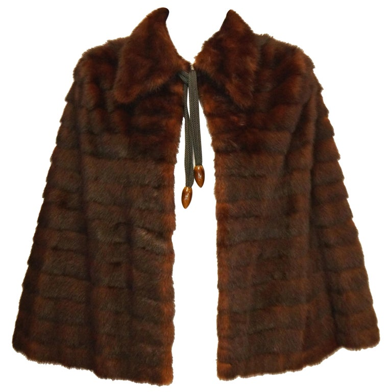1940s Arnold Liebes Feathered Mink Cape w/ Bakelite Details & Silk Lining For Sale