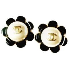 Chanel 80s vintage clip on earrings