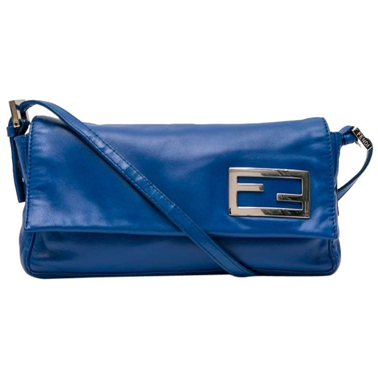 0de7880b987d FENDI Baguette Bag in Smooth Electric Blue Leather For Sale at 1stdibs