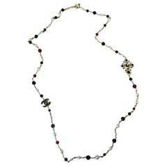 CHANEL Necklace in Gilt Metal and Multicolor Pearls