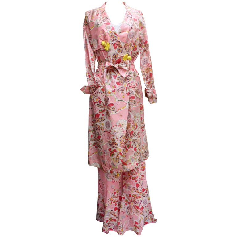 John Galliano gorgeous trench coat and pants set in pink silk with floral print For Sale