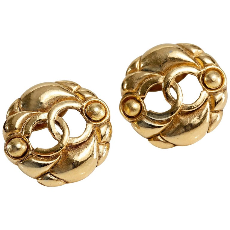 444a1921f7346 Chanel Gold Camellia CC Vintage Clip Earrings