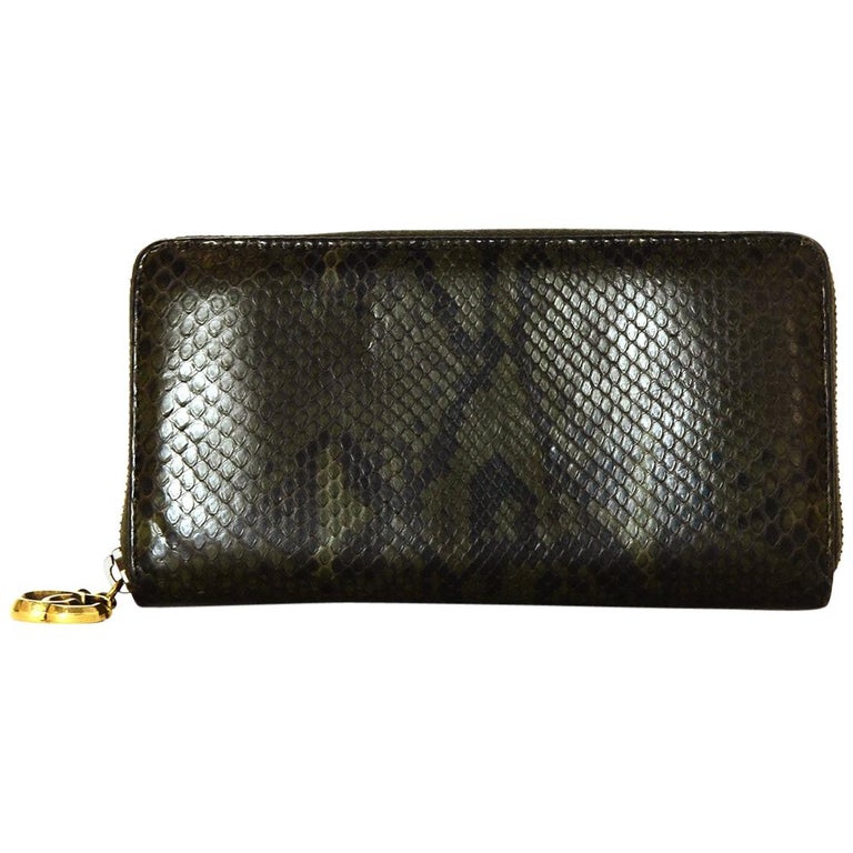 68927e338bb583 Gucci Green Python Zip Around Wallet w/ GG Logo Zipper Pull For Sale ...
