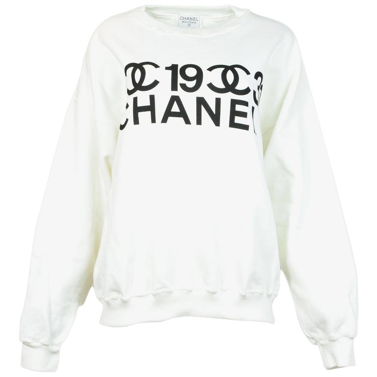 0f15ff0bfd41 Chanel 2001 Collector s White Black Crew Neck CC Logo Hoodie Sz Large For  Sale