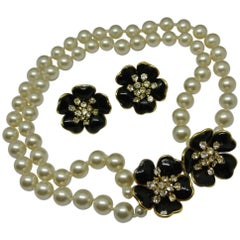 Chanel Unsigned 1950s Gripoix Black Flower Faux Pearl Necklace Choker Earrings