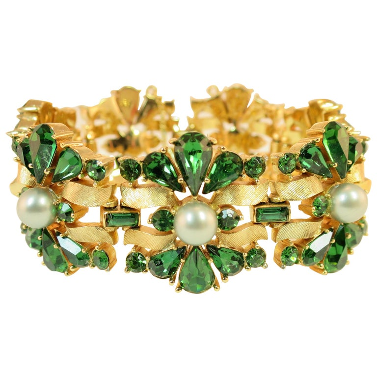 Crown Trifari Alfred Philippe Gilded Rhodium Bracelet Emerald Crystals 1950s  For Sale