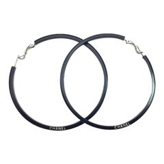 CHANEL Fine Hoop Earrings in Black Resin and Silver Metal