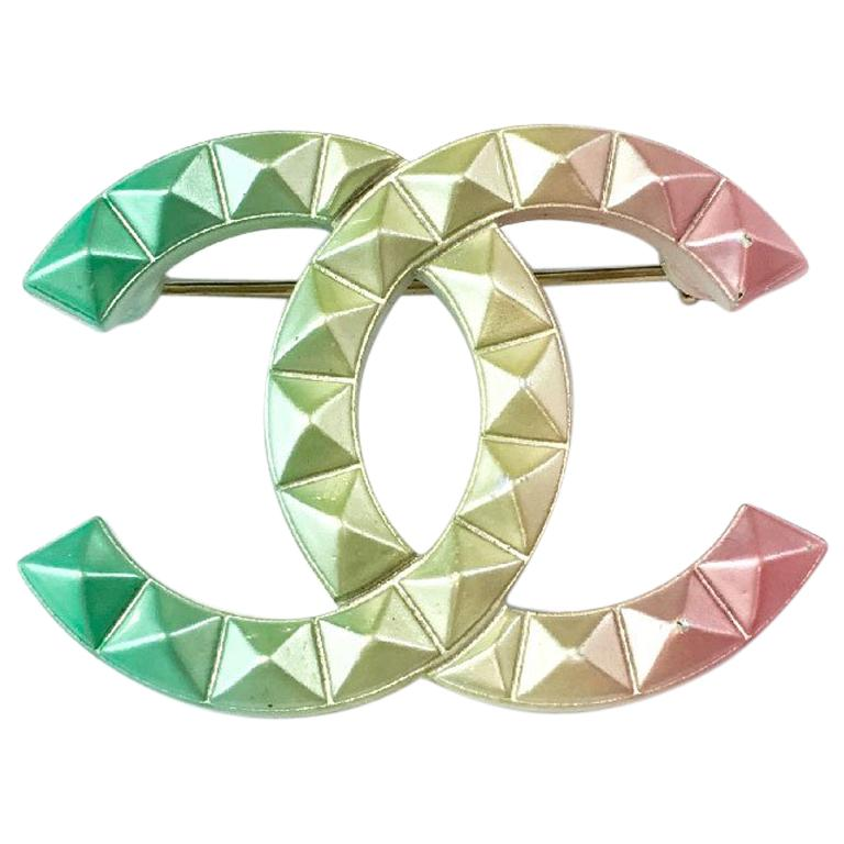 Chanel CC Brooch in Tricolor Metal Diamond Tips For Sale