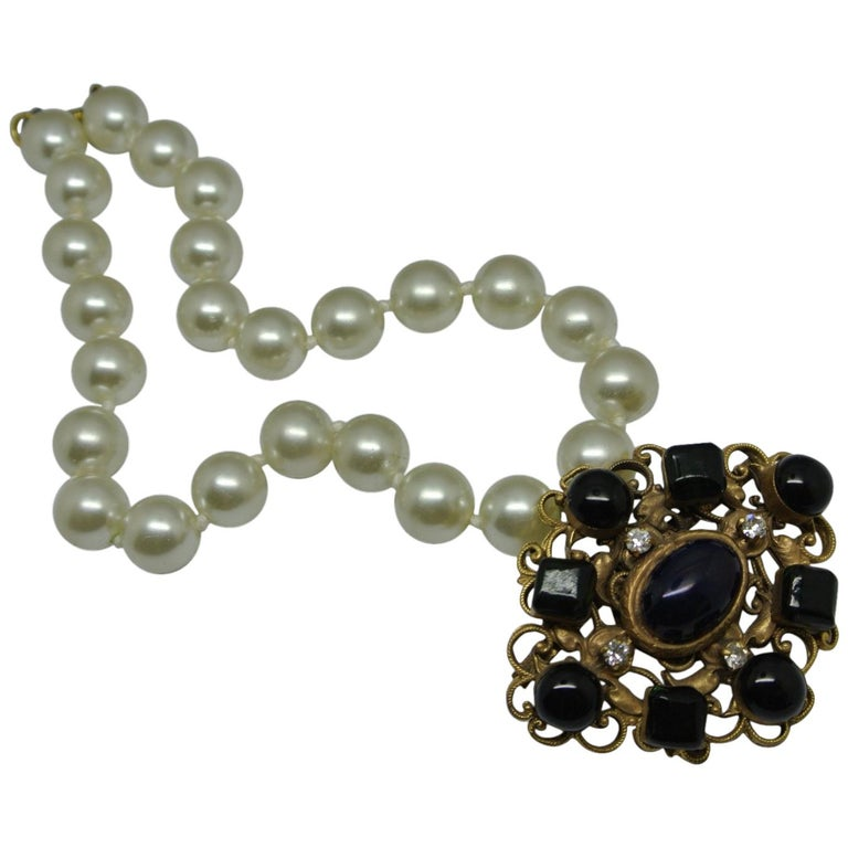 Chanel green gripoix poured glass pearl byzantine filigree pendant necklace For Sale